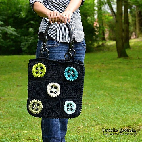 My big #buttonsbag 😍😀 The #patternisready in my #ravelry and #etsy pattern stores 😉  Link in bio 🎶 #vendulkam #vendulkampattern #vendulkamcrochet #crochetbag #coolbag #buttons #crochetbuttons #madebyme #handmadebags #handmad