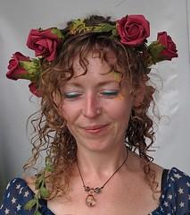 Bluedot Festival 2016 (deadmanjones) Tags: garland rose roses zjlb beauty ginger smile
