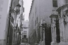 Dans les rues de Valence (gwennaelle.masle) Tags: valencia espaa espagne valence city ciudad sun soleil street calle