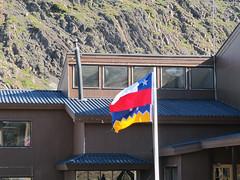 """Torres del Paine: trek du W. Jour 5: les drapeaux du Chili (en haut) et de la Patagonie (en bas) <a style=""""margin-left:10px; font-size:0.8em;"""" href=""""http://www.flickr.com/photos/127723101@N04/29969758120/"""" target=""""_blank"""">@flickr</a>"""