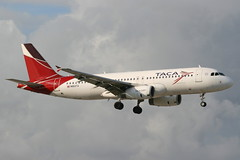 N683TA MIA 21-11-2013 (Plane Buddy) Tags: n683ta airbus a320 taca miami kmia