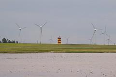 Leuchtturm zwischen Windkraftrdern (pixelstudio-recklinghausen) Tags: strand leuchtturm windkraftrder