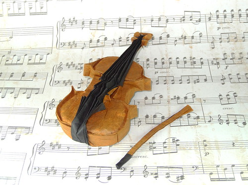 Take a Minuet to Look at this Amazing Music-Themed Origami | 373x500