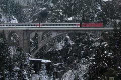 SBB Lokomotive Re 4/4 II 11199 ( Hersteller SLM Nr. 4761 - BBC MFO SAAS - Baujahr 1969 ) auf der Gotthard Nordrampe der Gotthardbahn bei Wassen im Kanton Uri der Schweiz (chrchr_75) Tags: train schweiz switzerland suisse swiss eisenbahn zug sbb re christoph svizzera bahn treno schweizer 44 januar ffs bundesbahn lokomotive lok gotthard suissa 2015 cff re44 1501 chrigu bahnen schweizerische gotthardbahn chrchr hurni nordrampe chrchr75 bundesbahnen chriguhurni albumbahnenderschweiz albumsbbre44iiiii chriguhurnibluemailch januar2015 albumbahngotthardnordrampe albumbahnenderschweiz201516 hurni150120 albumzzz201501januar