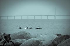Malm VI (Foto di Aringhe) Tags: ocean city bridge blue sea white black beach architecture skyscraper buildings dark cloudy sweden torso tall sverige bro malm hue turning malmo bron broen