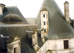 (sftrajan) Tags: roof chimney france architecture 1999 chambord slate chateau loirevalley château renaissance castillo 16thcentury dormer loiretcher francoisi замок kingoffrance france1999 châteaudechambord francisi castillodechambord frenchrenaissancearchitecture châteaudelaloire schlosschambord