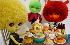 Prince Singa, Crazy Alien Lady and Charlotte De Ville with loads of cakes!!!
