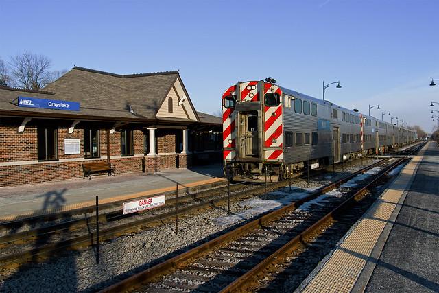 Metra MILW-N 2125 at Grayslake, Ill.
