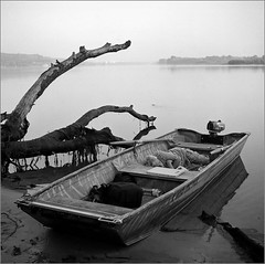 2016-06-27   Kodak TMAX100 in D76 20C 6,5 min   1 006-01web (Yuriy Sanin) Tags: blackandwhite river boat sailor sleep trees 6x6 medium yuriy sanin ukraine