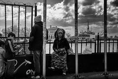 ENGLISH HOME (Florence Bonnin) Tags: bw familles individus photoslasauvette pleinair candid child enfants femme fuji istanbul lumire portrait rue street turquie