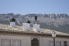 La 1 y la 2. (elojeador) Tags: casa puerta ventana chimenea teja tejado reja antena cable farola sierra sierrademara mara enrigurosodirecto elojeador