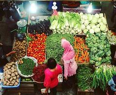 Pasar Terubuk  Bengkalis - Riau #ayokeriau  @Regrann from @senosutrisno  -  Warna Warni Pasar Pagi  #pasar #pasartradisional #bengkalis #riau #ayokebengkalis #pasarsayur #pagi #morning #riaumagz #wisatariau #pesonariau #cameraindonesia #indonesia_photogra (attayaya) Tags: instagramapp square squareformat iphoneography uploaded:by=instagram skyline