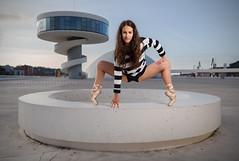 Llari (ribadeluis) Tags: niemeyer avils principadodeasturias gimnasta gimnasia mujer modelo belleza strobist iluminacion canoneos6d eos6d yongnuo565ex paraguas traslucido pose posado girl gym atardecer sunset