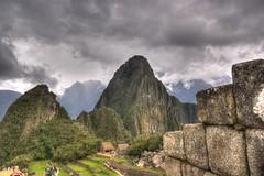 Huchuy Picchu y Huaina Picchu (drlopezfranco) Tags: per cusco cuzco machupicchu inca ciudadela citadel ruins ruinas mountains montaas hdr hrd huchuypicchu huainapicchu cloudy nublado