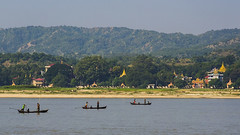Pescadores en el Ayeyarwadi (guillenperez) Tags: rio river boat asia barco fishermen burma myanmar southeast division min mandalay kun pescadores mingun sudeste sagaing asiatico birmania ayeyarwadi irrawadi