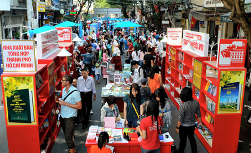 Lễ hội Đường sách trên tuyến đường Nguyễn Huệ Tết Giáp Ngọ 2014