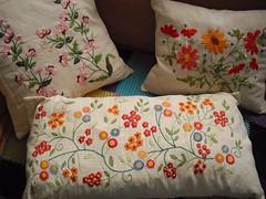 Almofadas bordadas - Embroidery - Pillow (Eun Wa) Tags: flores flower linhas brasil handmade pillow pillowcase almofada linha bordado handembroidery feitoamo linhasdebordar linhasdebordado feitocomasmos linhasdemeada