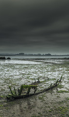 Wreck, Tijosa - Ria de Aveiro (paulosilva3) Tags: sunrise canon de eos is little lee gradient l usm wreck filters ef f4 ria aveiro stopper waterscape 6d 24105mm tijosa