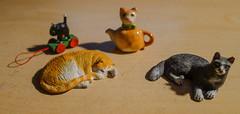 Cats dollhouse miniatures 1:12 (Karin Riper († 24 April 2015)) Tags: animal cat tin miniatures figurines teapot 112 pewter dollhouse karinriper