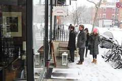 closed wine bar (omoo) Tags: newyorkcity snow girl boots westvillage couples streetscene tights snowing prettygirl winebar greenwichvillage snowboots winterwear girlsandboys turksandfrogs turksfrogs snoe blacktights dscn2154 321west11thstreet closedwinebar neonorangehat