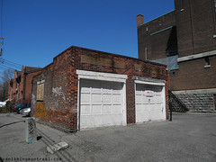 Small garage (Vanishing Montral) Tags: history villedemontreal montreal histoire photography art architecture demolition disappearinghistory newconstruction
