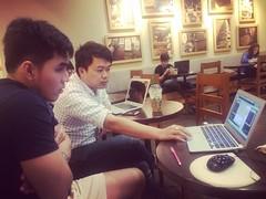เพิ่งสอนหุ้นเสร็จ อาทิตยนี้ซัดไป 3 คลาส เหนื่อย แต่ยิ่งสอน ยิ่งได้อะไรใหม่ๆ และได้รู้จักคนอีกระดับ ว่าเค้าทำมาหากินอะไร  . กลับไป ต้องเตรียมสอน SEO ที่ Office พรุ่งนี้ต่อ 😏 . #หุ้น #หุ้นไทย #ตลาดหุ้น #กราฟหุ้น #ดูกราฟหุ้น #TFEX #DayTrade