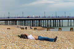 Why do you need to work? (vichofr) Tags: eastbourne beach pier playa muelle inglaterra england eng descaso rest work tiered canon 6d