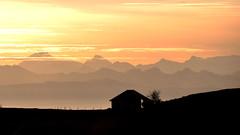 Lumire d'or (Fabrice1965) Tags: suisse neuchtel lesoliat lecreuxduvan alpes montagnes paysage lumire maisonnette barrire brume nikon d90 wow