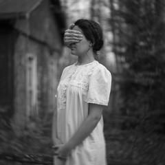 (Miriam Valle) Tags: blancoynegro blackandwhite noiretblanc hand noone nobody bokeh girl fear darkness house cover fineart