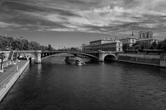 Pont Notre Dame (mmeuni2) Tags: france paris pontnotredame hoteldieu notredamedeparis bateaumouche quaideseine seine