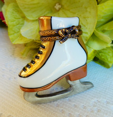Limoges France Peint Main Trinket Box ~ Retired ~ Ice Skate ~ Artist Signed (Donna's Collectables) Tags: limoges france peint main trinket box ~ retired ice skate artist signed