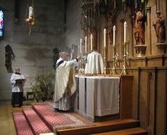 Walsingham 2016 (Saint John's Church, Passaic, New Jersey) Tags: saintjohnschurchpassaicnewjerseyusa episcopal episcopales anglican anglicanos anglocatholic anglocatolicos sungmass misacantada altar chasuble casulla incense incienso