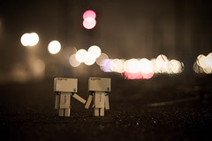SL01 OBJET : DANBO 02 (NicksVya) Tags: life portrait paris france japan night train canon toy toys eos 50mm couple bokeh rail railway trainstation exploration serie daynight yotsuba danbo 650d t4i eos650d danboard danbomini danbolife danbography danbotography