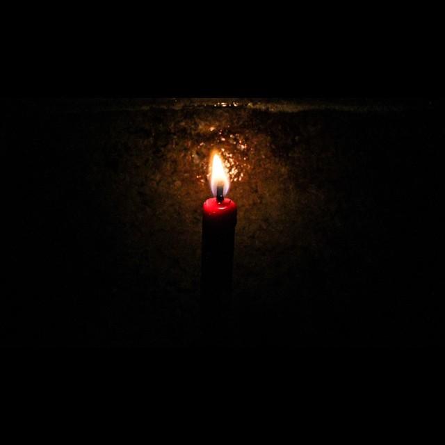 Foto pertama tahun 2015. Foto sederhana memang.                -----—--------—--------- Moment of Joy, bagi kita yg bisa merayakan malam pergantian tahun baru bersama keluarga.//  Moment of Silence, bagi para keluarga korban AirAsia QZ8501 yg tidak bi