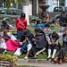 Família aproveitando o domingo na praça