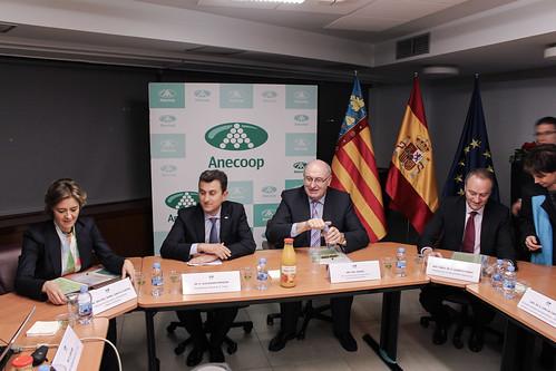 Alejandro Monzón junto al Comisario, la Ministra y el President de la Generalitat