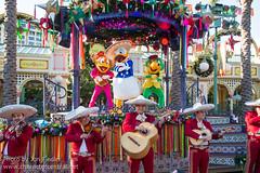 Disney ¡Viva Navidad! Street Party