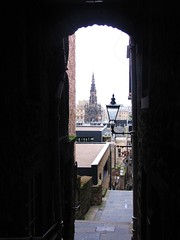 Edinburgh alleyway (tom_2014) Tags: old city uk greatbritain travel lamp scotland town alley edinburgh cityscape hill capital steps scottish unesco worldheritagesite historical oldtown narrow worldheritage fleshmarket scottmemorial edinburgholdtown