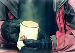 -Reto Frío- Choco Abrigador (Alyaz7) Tags: winter hot cold warm chocolate jacket gloves invierno frio calor nikonp600 pixlredit retofrio chamarrayguantes