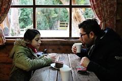 padre e hija (mis amores)  (Alita Garca) Tags: padre hija cafeteria indoor light atmosfera ventanas cortina