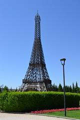 Rplica de la Torre Eiffel (Emilio J. Rodrguez-Posada) Tags: parqueeuropa torrejndeardoz comunidaddemadrid espaa torrejon parque europa torreeiffel replica