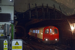 L133 Piccadilly Circus 22-12-14 (V17951) (TimEaster) Tags: london underground piccadillycircus londonunderground bakerlooline trackrecordingtrain l133 1960tubestock 1960stock