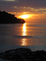 "coucher de soleil à Koh Takiev <a style=""margin-left:10px; font-size:0.8em;"" href=""http://www.flickr.com/photos/83080376@N03/16015298849/"" target=""_blank"">@flickr</a>"