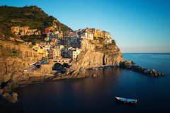 Manarola Sunset (Philipp Klinger Photography) Tags: longexposure italien houses light sunset sea vacation sky italy house holiday reflection water architecture night boats lights evening boat town meer wasser long exposure mediterranean italia village harbour liguria illumination slowshutter terre cinqueterre manarola hilltop cinque mediterraneansea mittelmeer ligurien