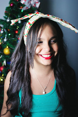 Merry Christmas! (TheJennire) Tags: christmas camera xmas light portrait people holiday smile natal canon hair cores photography navidad photo kid colours foto child sister young makeup christmastree colores christmaslights teen bow sorriso sonrisa fotografia camara cabelo pelo cabello