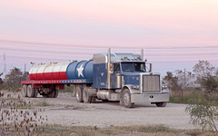 Water hauler in the Clear Lake field (Chuck Wilson Photo) Tags: sunset truck canon texas houston canoneos trucking oilfield peterbilt eveninglight vacuumtank tanktrailer canon70d vacuumtrailer canonefs28mm135mmis oilfieldhauler