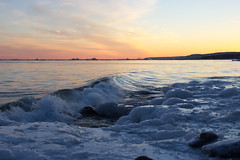 Gentle Wave at Sunset (TravelGardenEat) Tags: winter sunset minnesota brightonbeach duluth lakesuperior