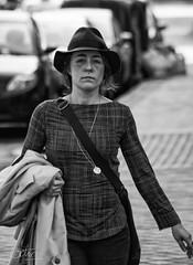 036 Mujer con sombrero (Vctor M. Sastre) Tags: street urban blackandwhite bw woman hat female calle mujer bn urbano sombrero turismo caucasians