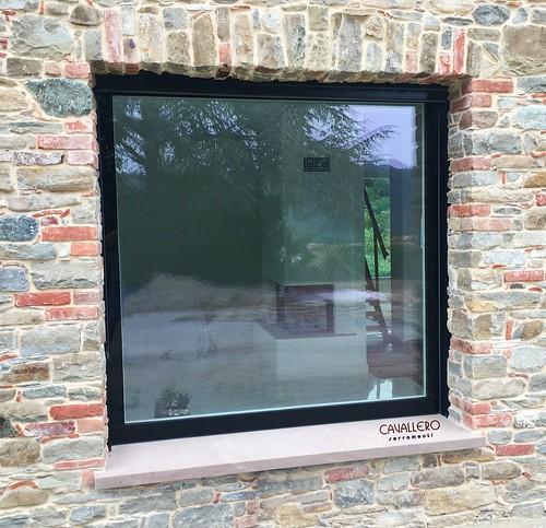Alzante scorrevole interno muro con vetro strutturale - vista esterna