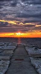 Tramonto al porto di RImini (Luna y Valencia) Tags: rimini sunset romagna porto puerto puestadelsol tramonto